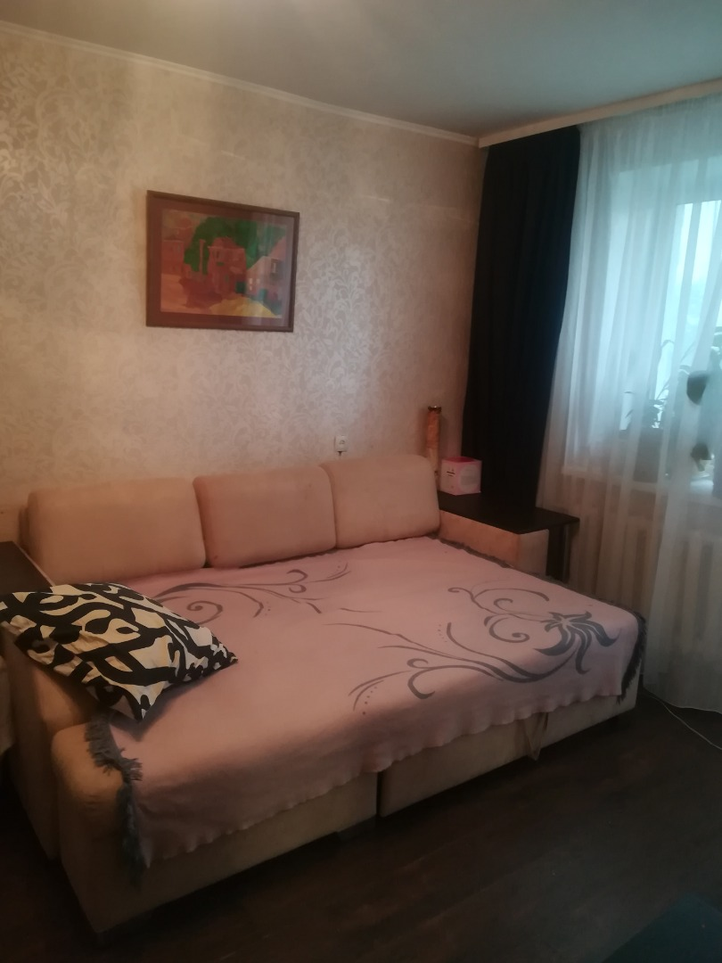 Продам 2-комнатную квартиру в городе Саратов, на улице Лунная,  5, 3-этаж 9-этажного кирпичный дома, площадь: 52/32/8 м2