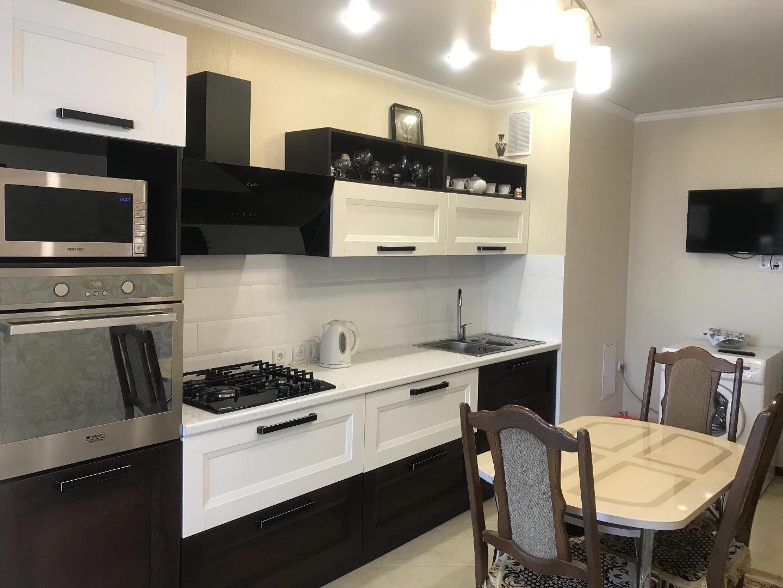 Продам 3-комнатную квартиру в городе Саратов, на улице Им Кузнецова Н.В.,  7, 9-этаж 10-этажного панельный дома, площадь: 85/45/15.5 м2