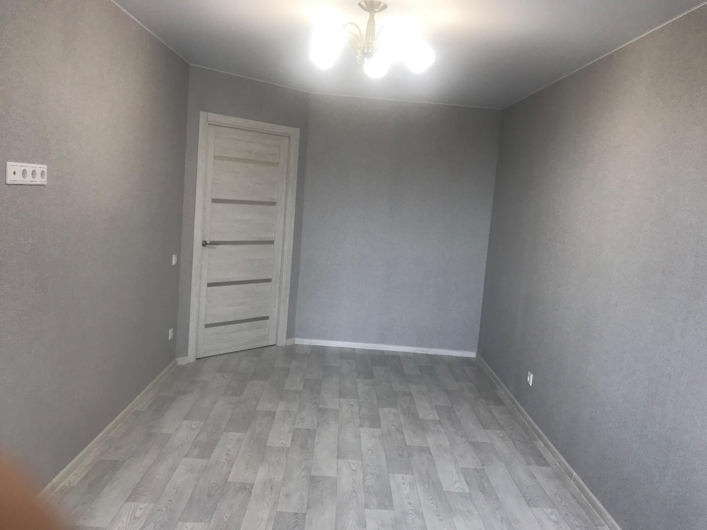 Продам 1-комнатную квартиру в городе Саратов, на улице им Блинова Ф.А.,  52, 1-этаж 14-этажного кирпичный дома, площадь: 36/15/10 м2