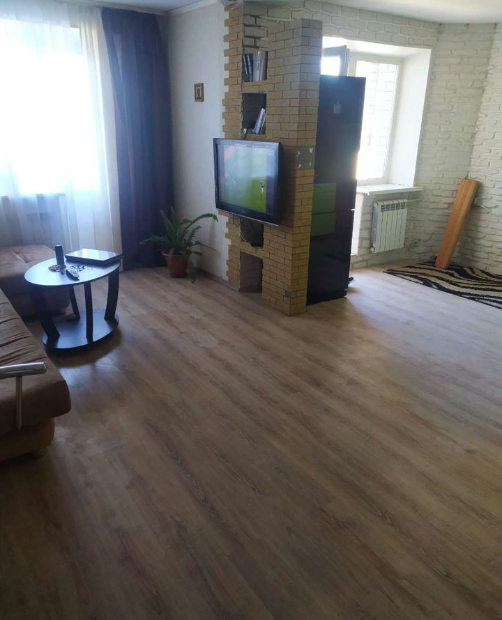 Продам 1-комнатную квартиру в городе Саратов, на улице Омская,  19А, 7-этаж 10-этажного кирпичный дома, площадь: 39/21/11 м2