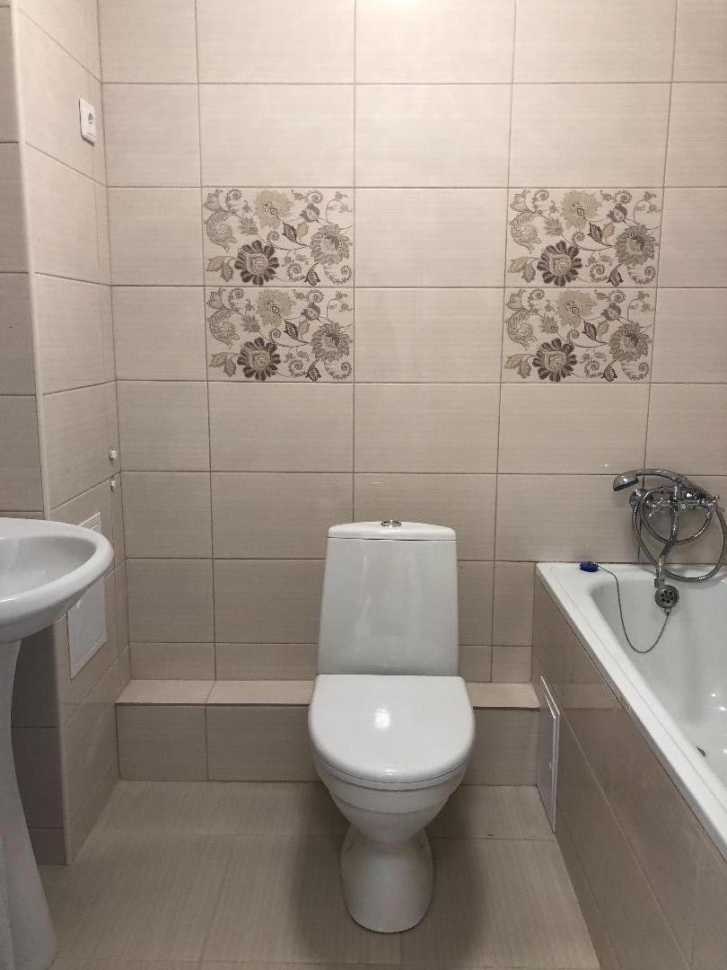 Продам 1-комнатную квартиру в городе Саратов, на улице 2-й кавказский тупик, 2-этаж 10-этажного кирпичный дома, площадь: 37.5/18.6/9 м2