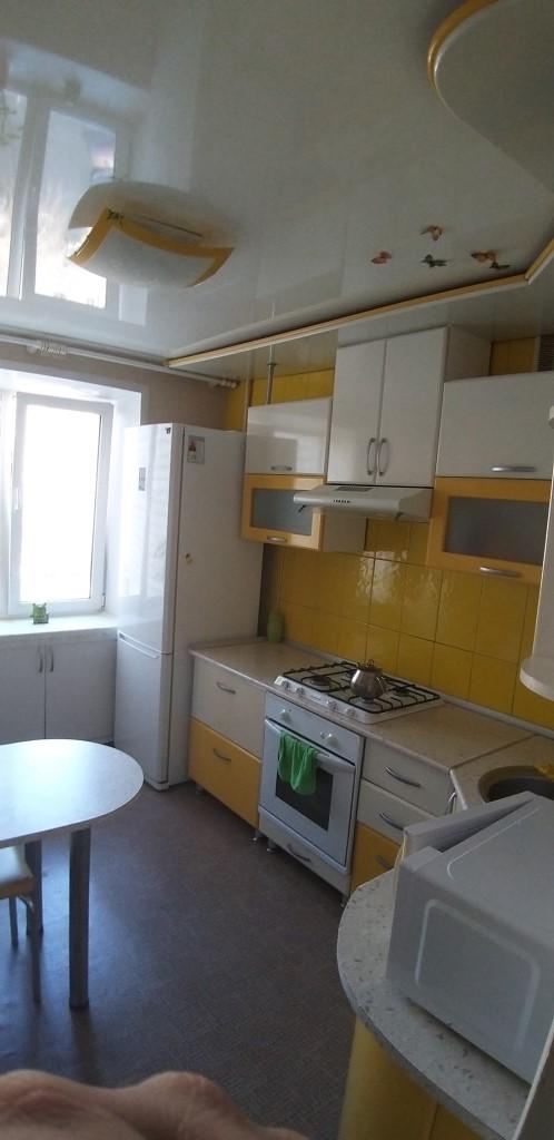 Продам 3-комнатную квартиру в городе Саратов, на улице им Кутякова И.С.,  164, 6-этаж 10-этажного кирпичный дома, площадь: 65/42/10 м2