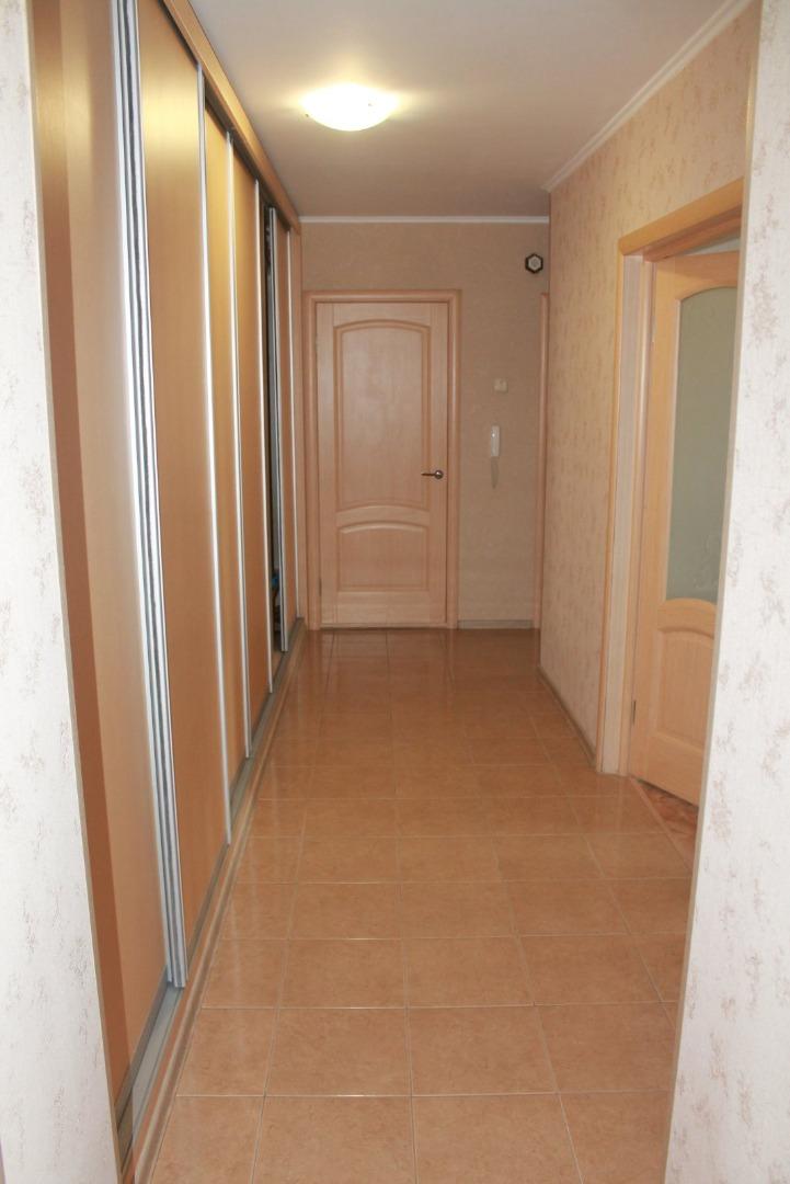 Продам 3-комнатную квартиру в городе Саратов, на улице им Посадского И.Н.,  180/186, 10-этаж 10-этажного кирпичный дома, площадь: 86.7/52/11 м2