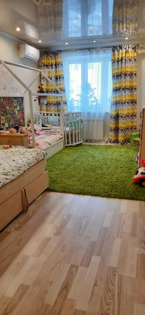 Продам 1-комнатную квартиру в городе Саратов, на улице Охотная,  4 А, 4-этаж 10-этажного кирпичный дома, площадь: 41.8/18/11 м2