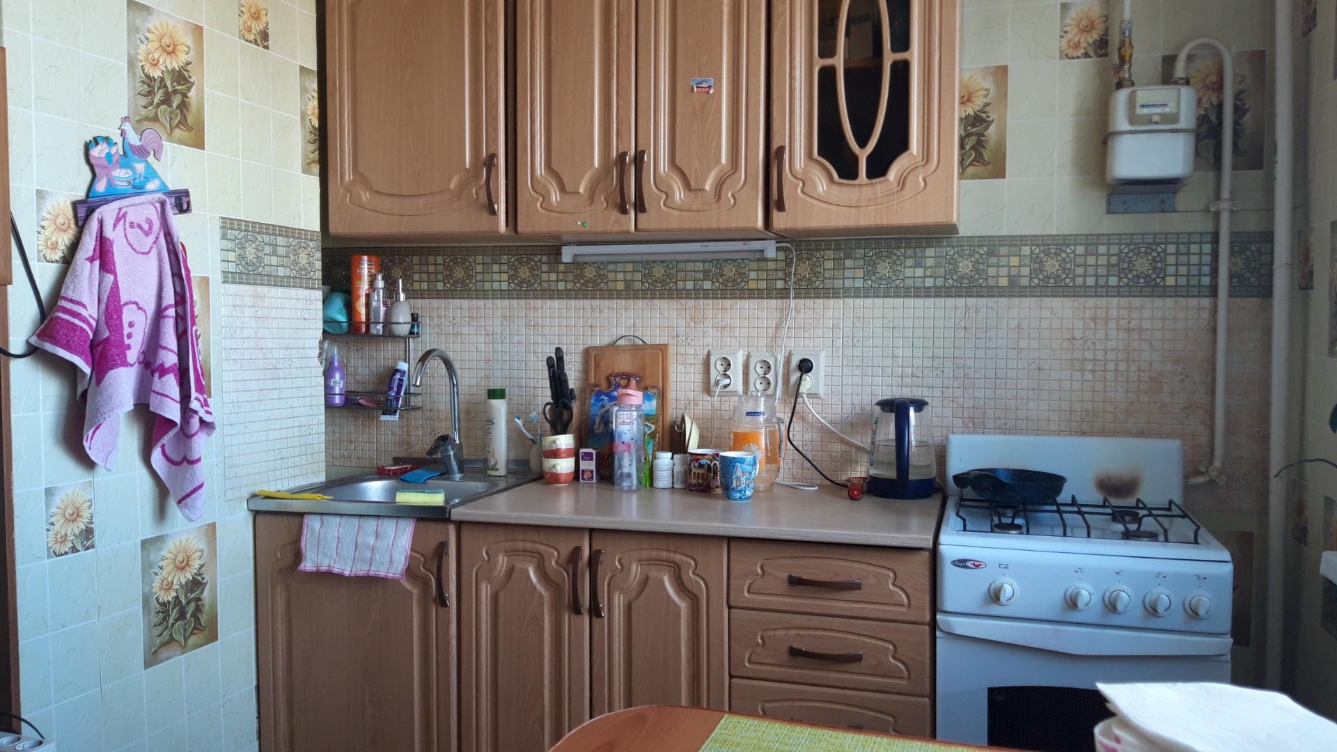 Продам 1-комнатную квартиру в городе Саратов, на улице Днепропетровская,  18 к 1, 9-этаж 10-этажного панельный дома, площадь: 40/19/8 м2