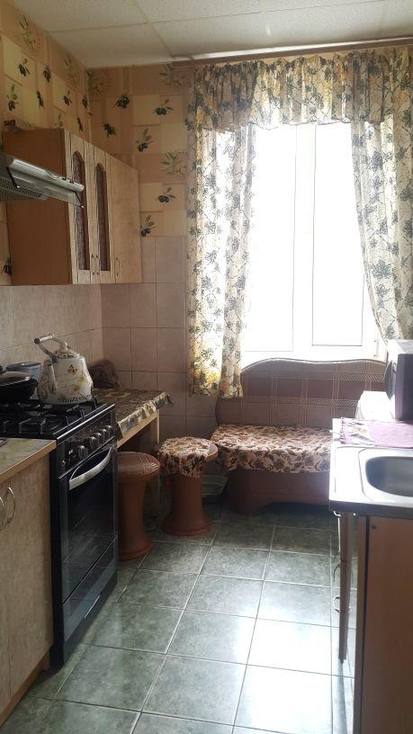 Продам 2-комнатную квартиру в городе Саратов, на улице Рабочая,  10, 3-этаж 5-этажного кирпичный дома, площадь: 45/0/7 м2