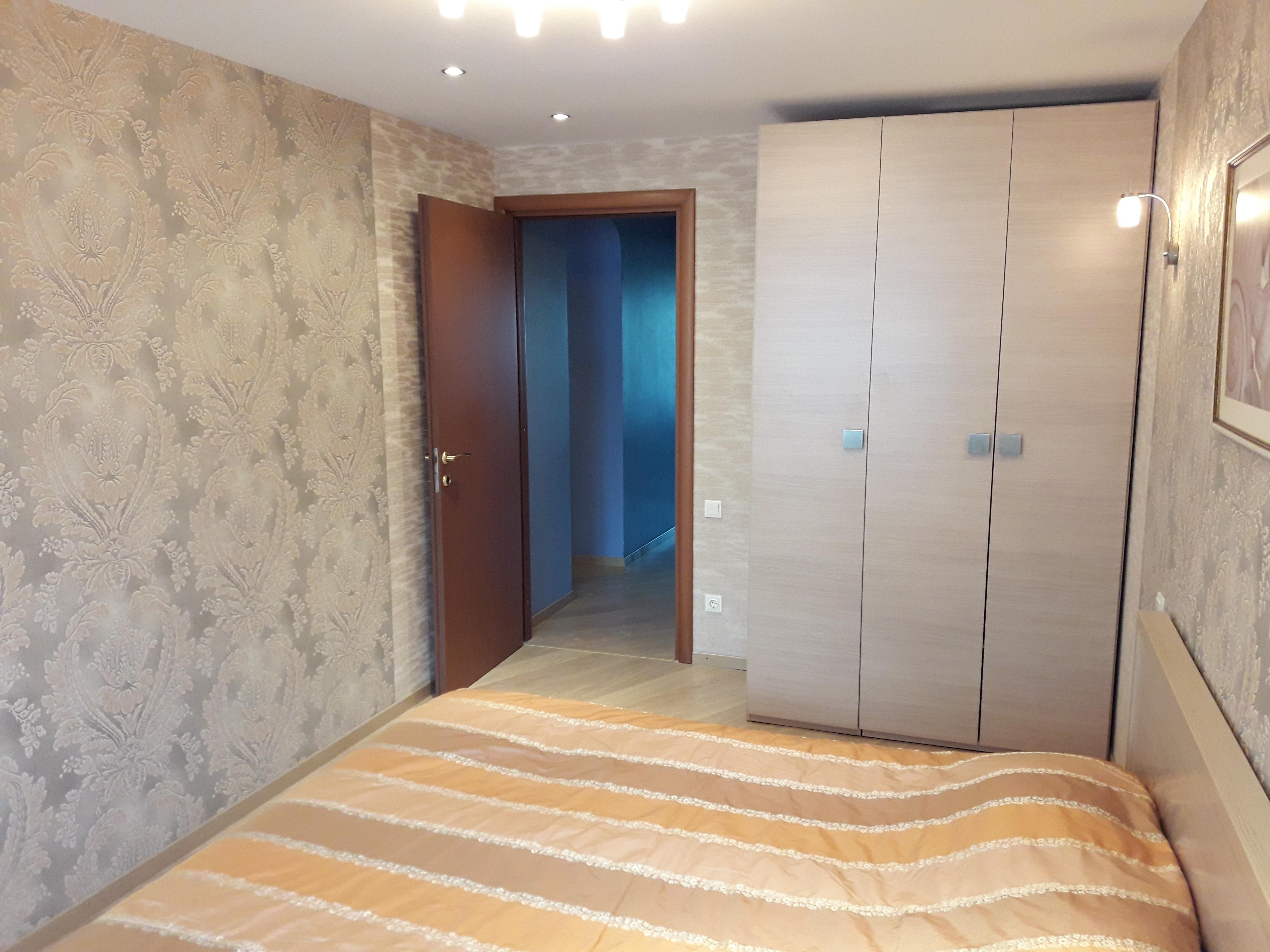 Продам 3-комнатную квартиру в городе Саратов, на улице Вольская,  127/133, 8-этаж 10-этажного кирпичный дома, площадь: 82/50.6/12.1 м2