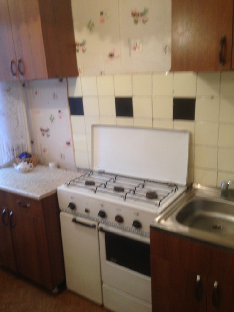 Продам 1-комнатную квартиру в городе Саратов, на улице Шелковичная,  200, 7-этаж 9-этажного кирпичный дома, площадь: 30/0/6 м2